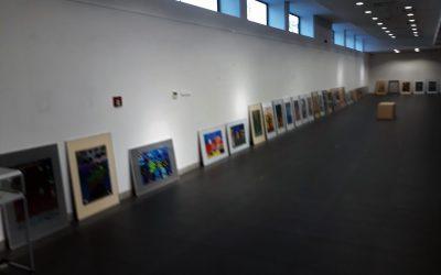 WGalerii Hol łódzkiej Akademii Sztuk Pięknych trwają ostatnie przygotowania dootwarcia wystawy naszych twórców zpracowni Galerii 105.